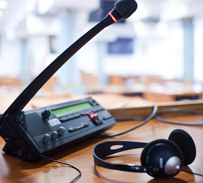 simültane tercümede ekipman kullanımı, simültane tercümede neden ekipman kullanılır, simültane yapılırken kullanılan ekipmanlar